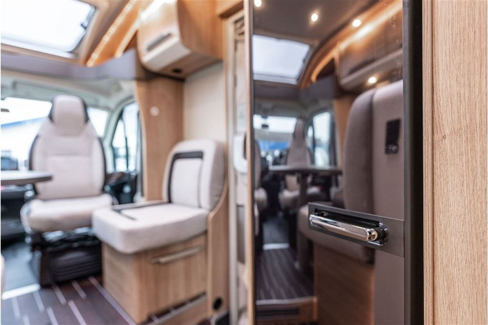 Knaus Sky TI 700 MEG Platinum Selection