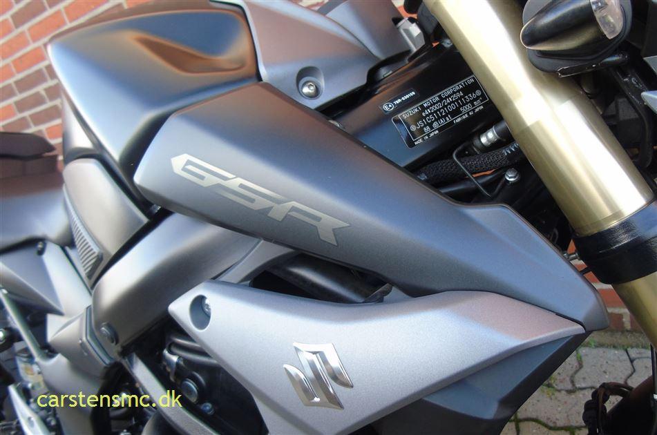 Suzuki GSR 750 Street