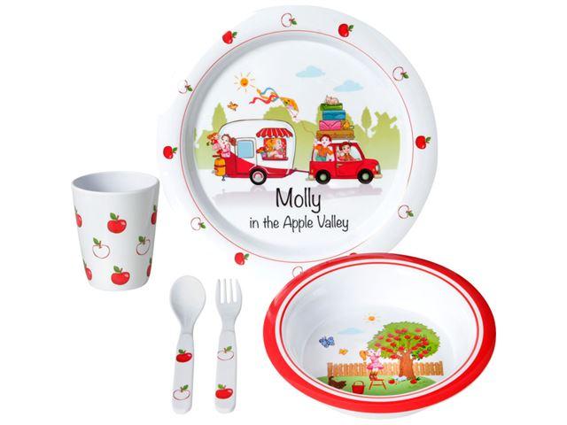 """Børneservicesæt """"Molly Kids"""" med sødt campingmotiv."""