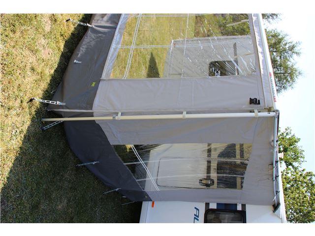 WeCamp markiseside til 2,50 m dyb posemarkise fra Fiamma inkl. teleskopstang