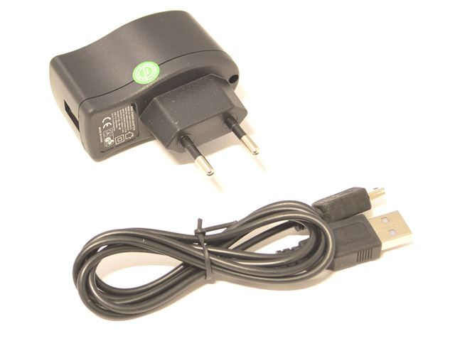BATTERY CHARGER WITH USB CABLE